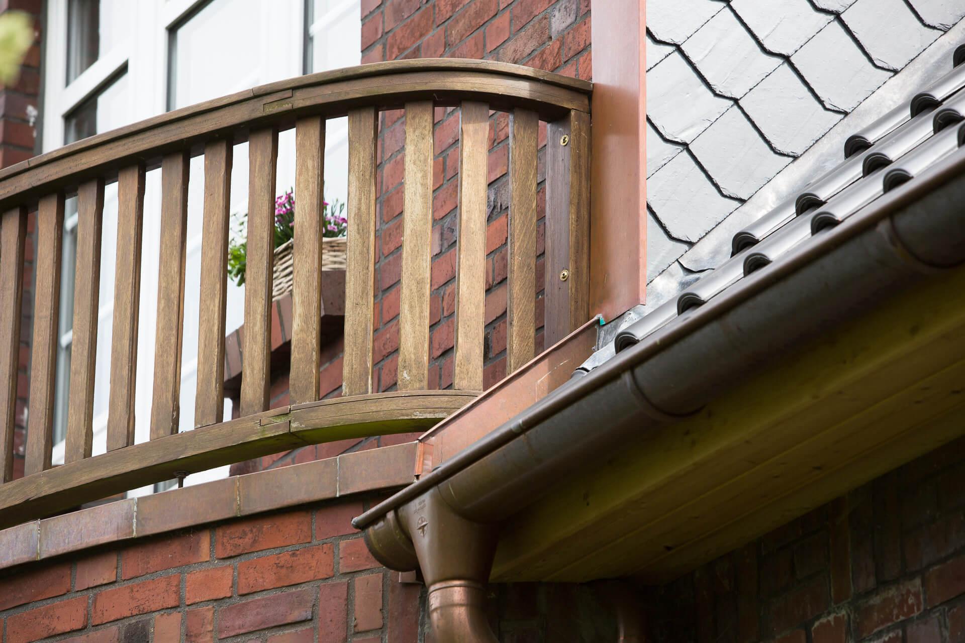 Foto Ryan Baugestaltung Anbau Francopaussenansicht mit Balkon mit Holzgelander