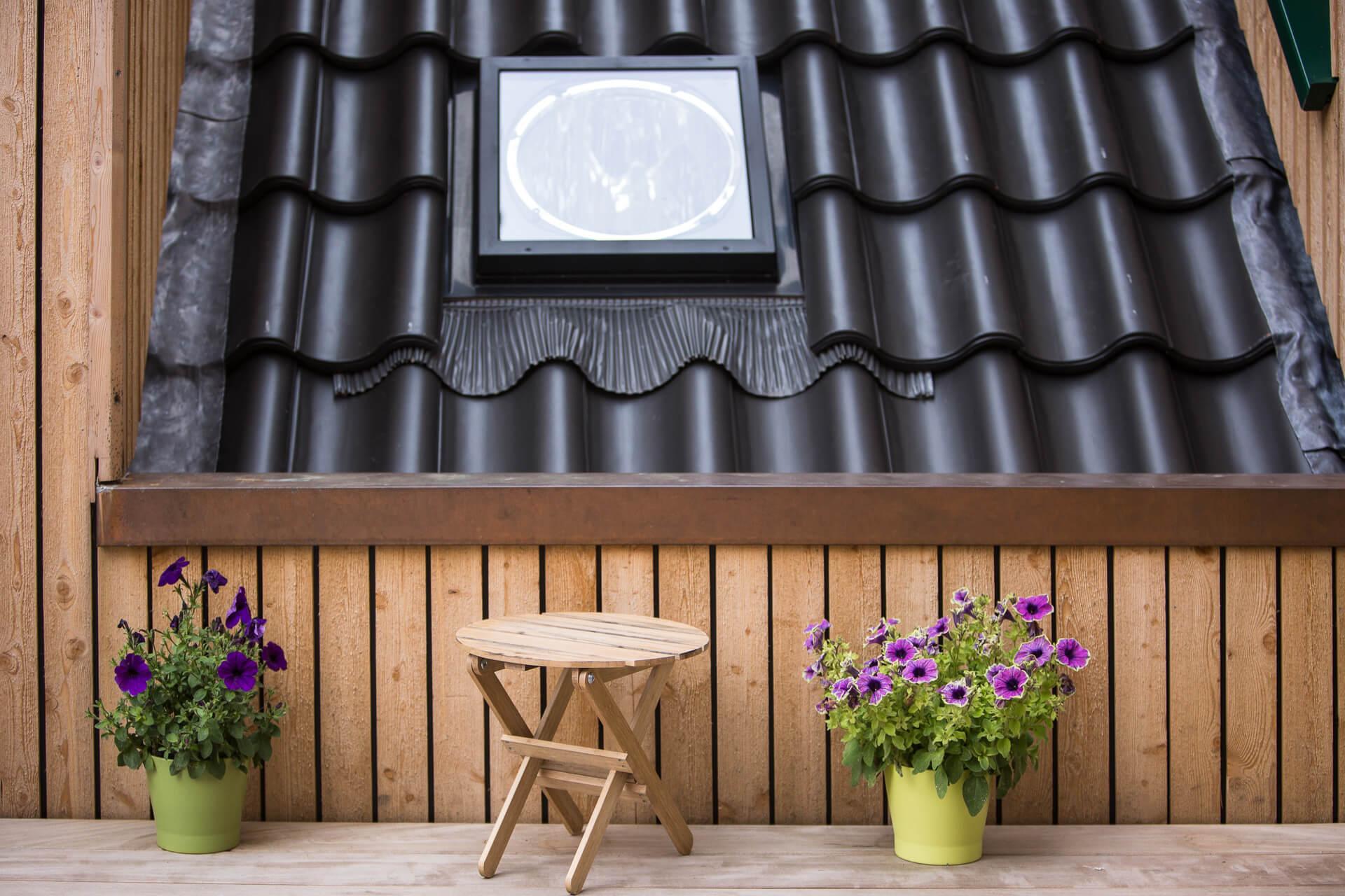 Foto Ryan Baugestaltung Anbau Francop Edelholzterrasse mit Holhocker