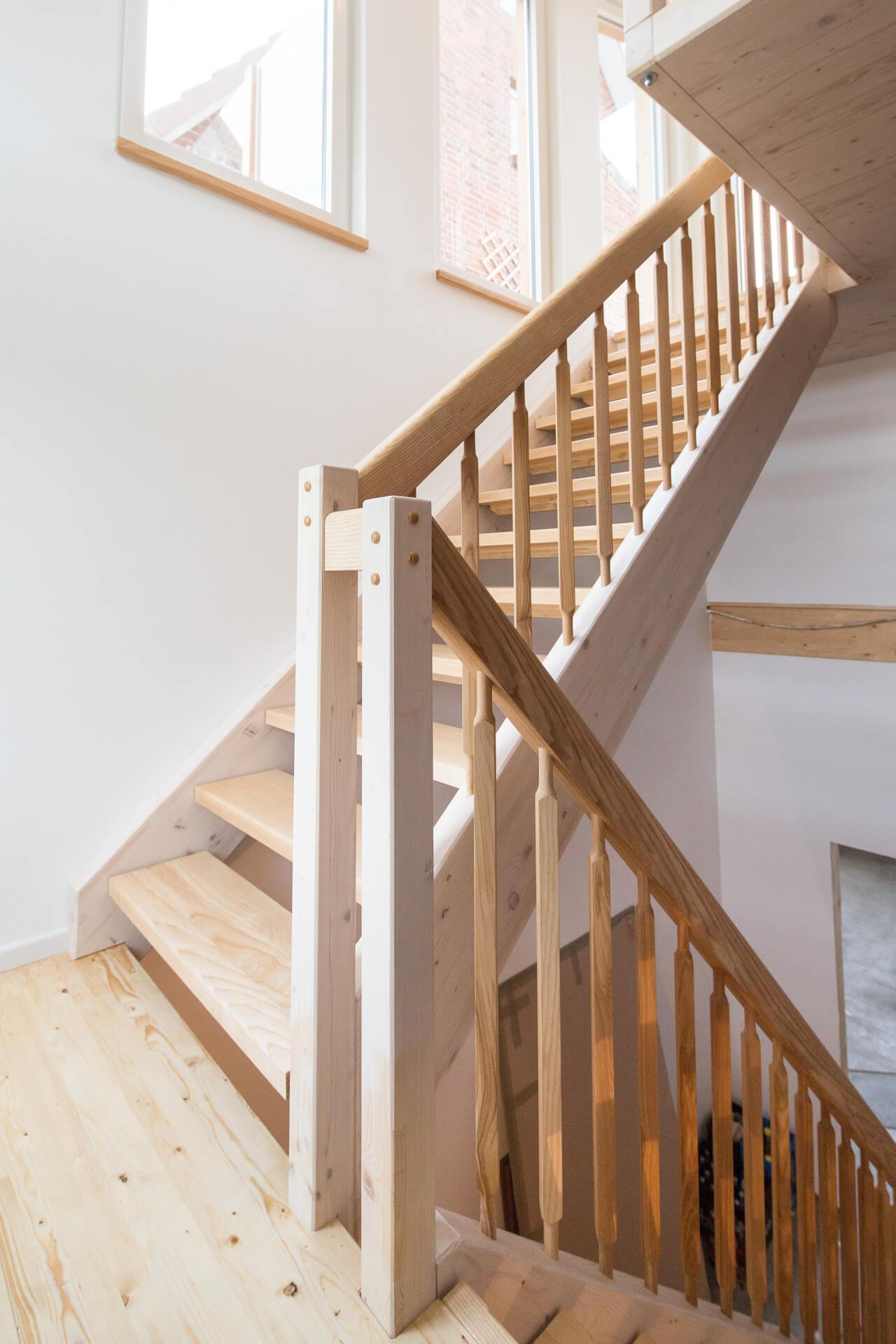 Foto Ryan Baugestaltung Anbau-Francop moderne Treppe aus Esche im Tageslicht