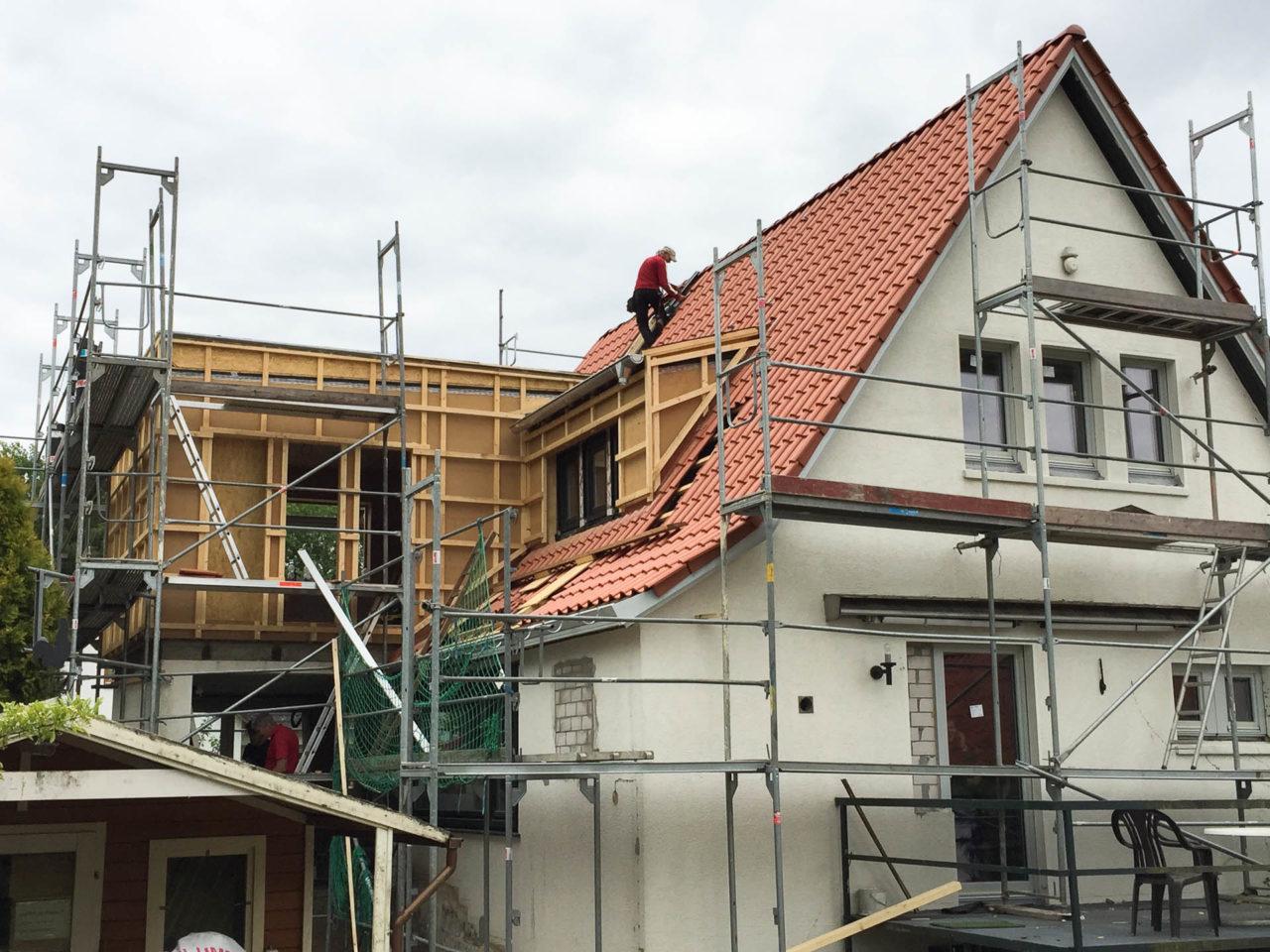 Foto von pablo baugestaltung den anbau des Projektes Volksdorf Hamburg mit Baugeruest