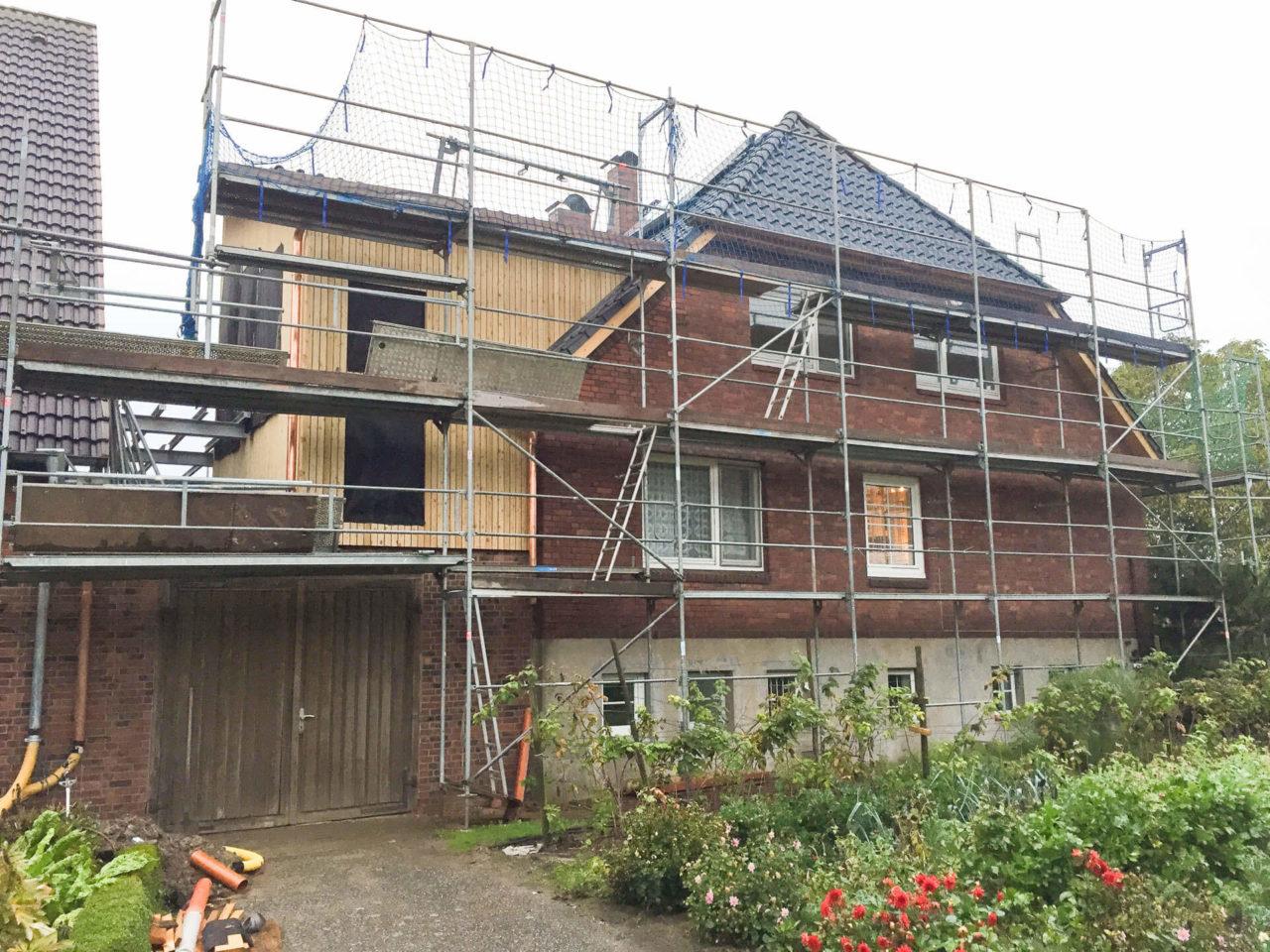 Foto Pablo Baugestaltung zeigt das Haus Hamburg Francop mit Baugerüst