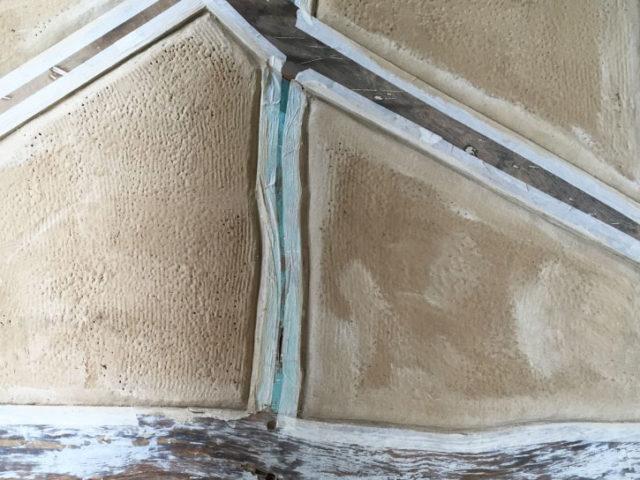 Foto von Ryan Baugestaltung zeigt die Arbeit mit Lehmputz im Hausbau Hamburg