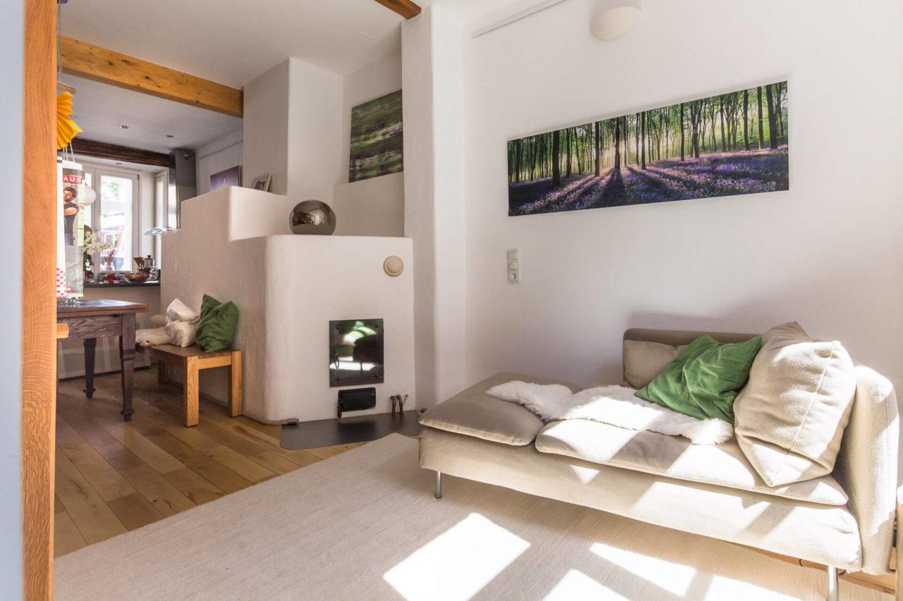 Foto Wohnzimmer Fachwerkhaus Lüneburg von Ryan Baugestaltung Hamburg mit Ofen, Sofa und Sitzecke