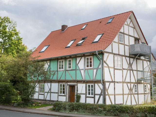 Foto Ryan Baugestaltung Fachwerkhaus Goettingen aussenansicht Altbau an der strasse