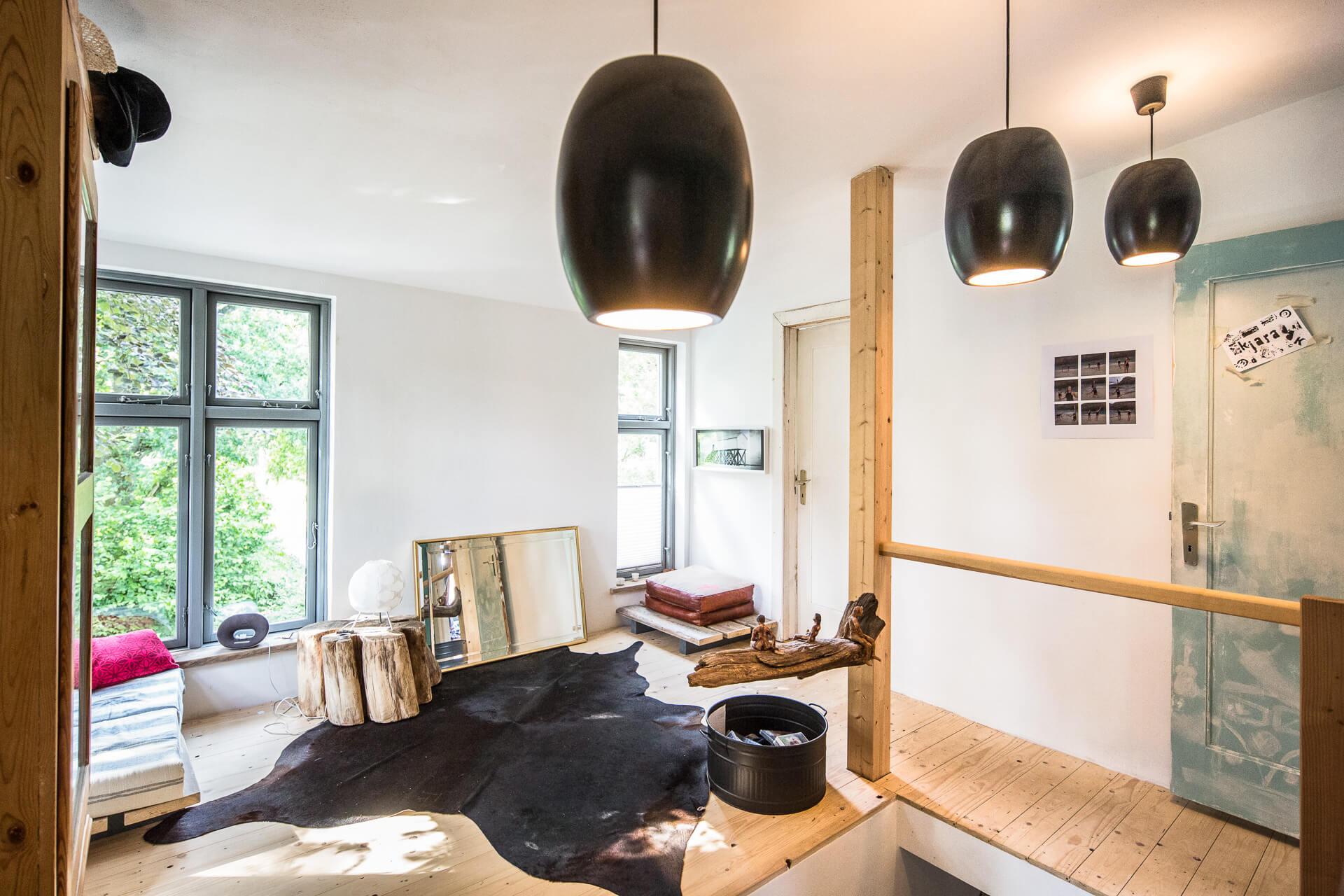 Foto Ryan Baugestaltung Anbau Volksdorf Innenansicht mit großen Fenstern und Dielenboden