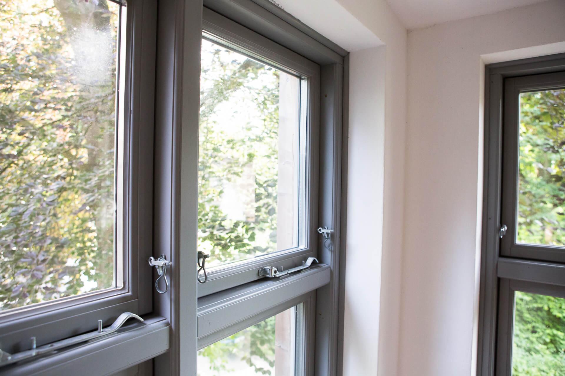 Foto Ryan Baugestaltung Anbau Volksdorf Innenansicht moderne Fenster mit Metallverschluessen