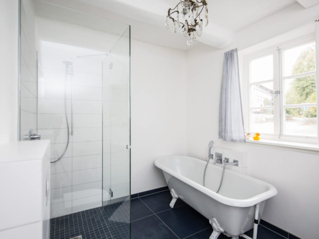 Bild Ryan Baugestaltung zeigt modernes Badezimmer in Goettingen mit wundervollen Kalkverarbeitung