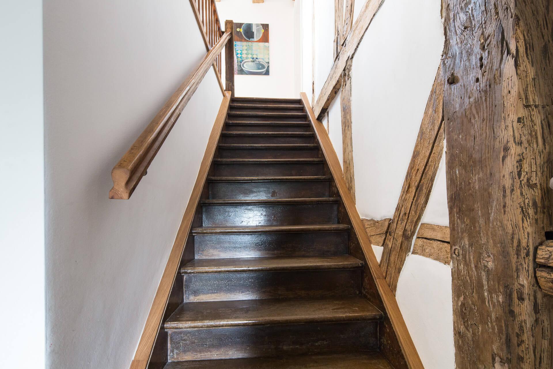 Foto Ryan Baugestaltung Fachwerkhaus Goettingen antike Holztreppe