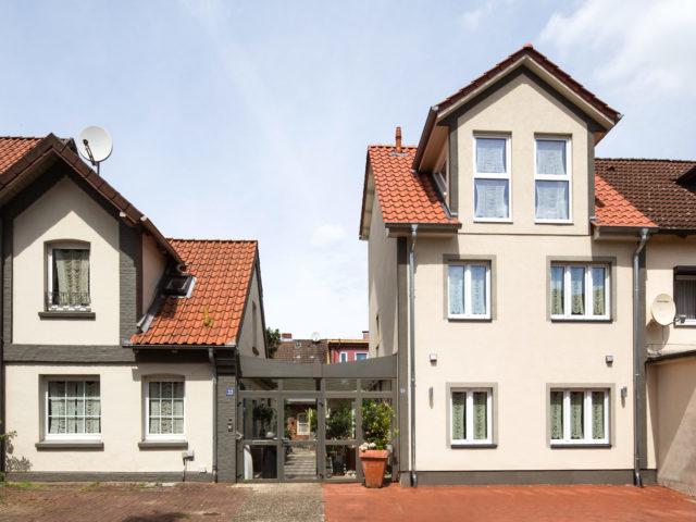 Foto Pablo Baugestaltung zeigt den Eingangsbereich des Appartmenthauses Lueneburg