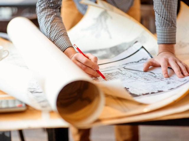 Foto von pablo baugestaltung zeigt die Planung eines Hausbaus mit den bauplaenen