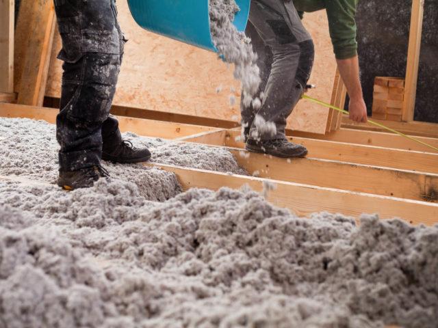 Foto von pablo baugestaltung in Hamburg zeigt die Arbeit mit Zellulosedaemmung